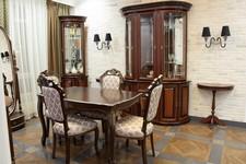 Витрина Милан 11, стол консольный Милан 53, витрина угловая Милан 6, стол Альт 73-11, стулья Сибарит 36-11.