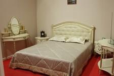 Кровать 58-01, туалетный столик Палермо 61, консоль Палермо 15, тумба Палермо 55.