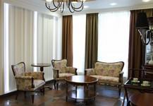 Стол журнальный Альт 77-12, консоль Милан 53, диван Каприо 9-11, стол журнальный Палермо 10, кресла Каприо 12-11.