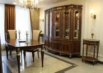 Витрина Палермо 22, стол кофейный Палермо 16, стол Альт 66-11, стулья Сибарит 30-11.